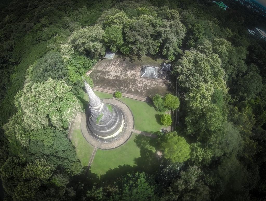 wat umong straight down stupa